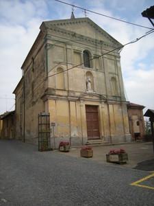Cisterna, la piazza della chiesa