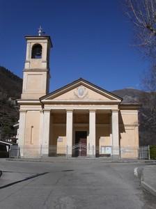 Pomaretto, la piazza davanti al tempio valdese