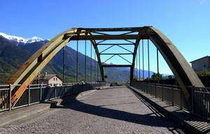 Un ponte verso la valle