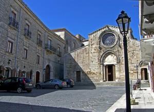La piazza del romanico duomo