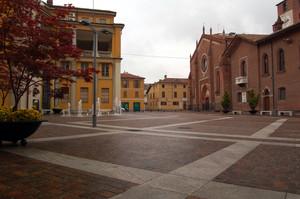 La piazza intitolata a Monsignor Dughera
