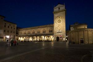 In piazza delle Erbe a Mantova