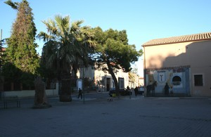 Piazza con murales