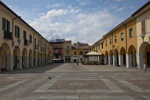 Passaggi solitari in Piazza della Repubblica