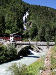 Ponte con cascata