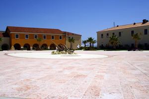 La piazza sul litorale