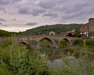 Ponte medioevale di Monastero