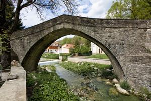 Fido fà la guardia al vecchio Ponte Romano