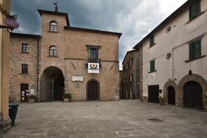 Piazza San Martino e Palazzo Ubaldini