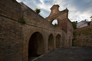 Anche per Entrare a Barchi c'era un ponte levatoio?