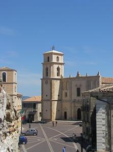 la piazza vista dal castello