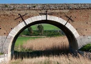 Tre croci per un ponte