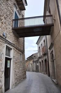 Scavalcando il Corso Vittorio Emanuele II e unendo due palazzi storici