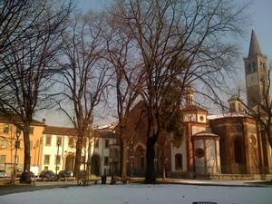 Piazza Sant' Eustorgio  imbiancata