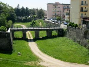 Capua ponte tra cinta muraria del 1500- 2