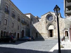La piazza del duomo romanico