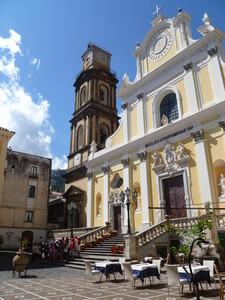 Piazza Santa Trofimena in fiore