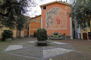 Camporosso, piazza Padre Santo