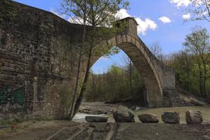 "Ponte Olina con ""stonehenge"""