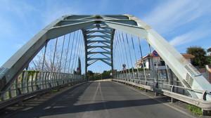 Ponte ad arco su scavi archeologici