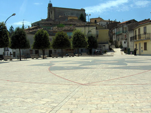 La piazza di San Giovanni Lipioni