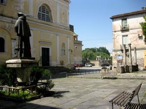 Capua piazza S.Roberto Bellarmino 2