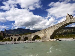 Nuvole sul ponte gobbo…..