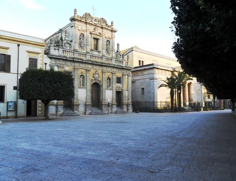 ''La chiesa e il tempio sono in piazza.'' - Castelvetrano
