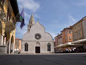 Davanti al Duomo