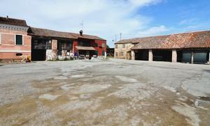 piazza del prà, borgo di saccagnana.