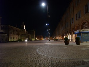 In piazza .. in piena notte