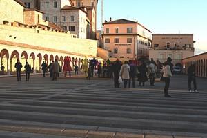 Assisi piazza della Basilica
