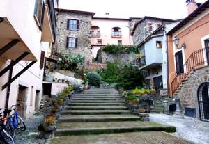 Piazzetta con le scale