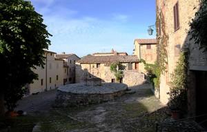 Borgo Maestro piazza della cisterna
