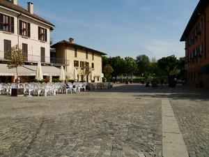 Piazza sul fiume