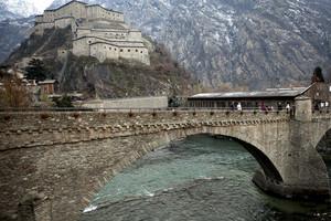 Un ponte sotto il forte