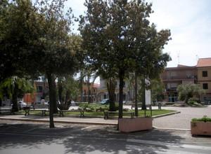La tranquillissima Piazza del Popolo, ore 13