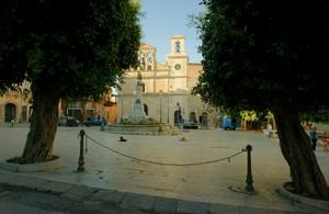 "Piazza ""Umberto I°"" o Piazza ""Castello"""
