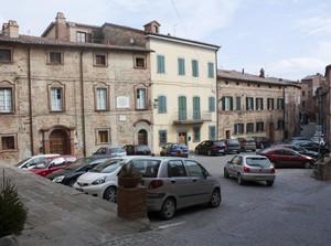 Piazza Bilancini…..o parcheggio???