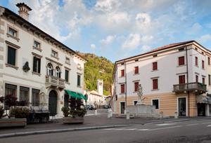 Piazza con la Fontana – Vittorio Veneto