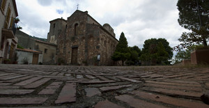 La piazza con la Chiesa Arabo Normanna.
