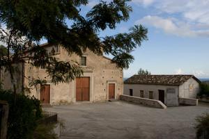 La piazzetta antistante la Chiesa di S. Cosimo e Damiano
