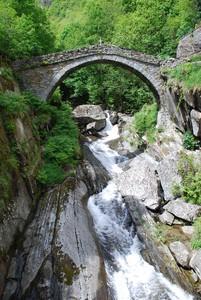 ponte e torrente