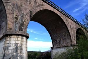 Ponte su Rio Chiaro, affluente del Volturno, nel territorio di Colli a Volturno