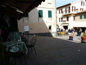 Piazza Onorato Moni