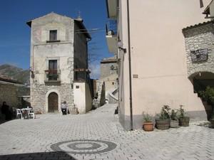 Santo Stefano di Sessanio – Piazza del borgo