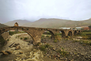 """ Piove sul lungo ponte """
