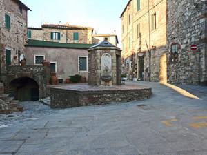 Piazzetta del Pozzo di via Farini… n°7