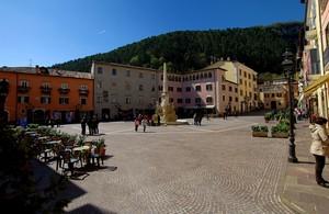Obelisco in piazza