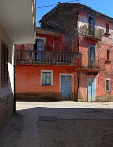 Sono rossa da tutti i lati – Piazza Ceppone, Cerasuolo  ( fraz. di Filignano ).